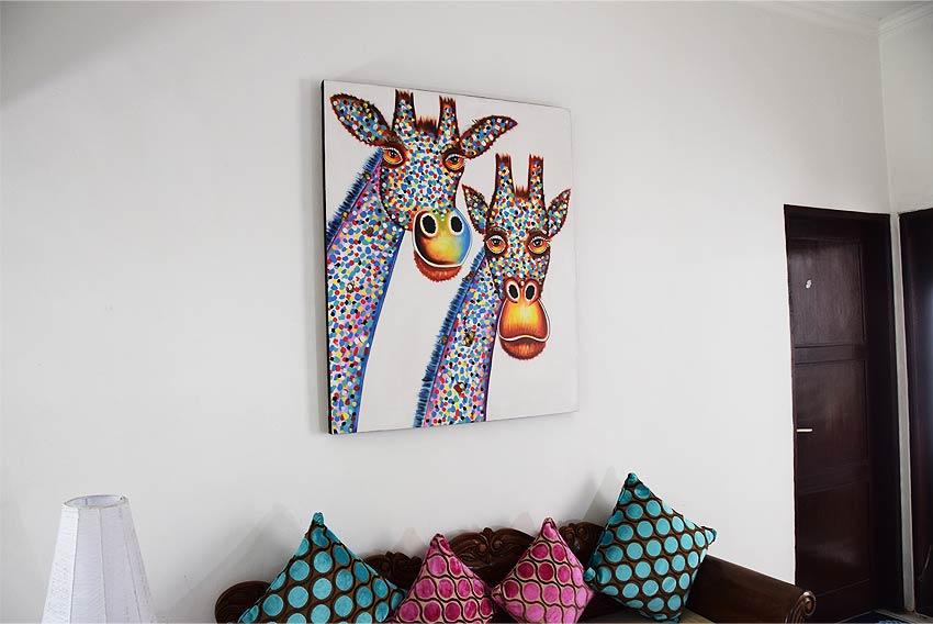 バリアート、カラフルでポップなキリンの絵画