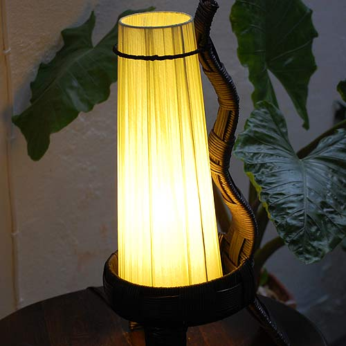 アジアン照明。ラタンとコットンのランプ。フロアスタンドライト アラジン