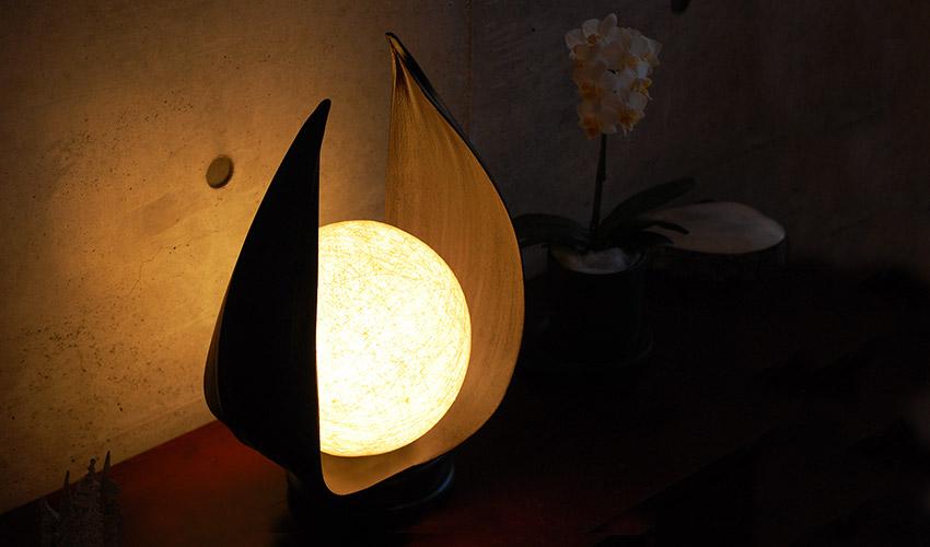 アジアン照明。ココナッツの皮で包むバリの優しい照明