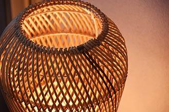 アジアン照明。上品なラタンのフロアライト