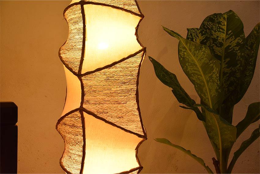サンダルウッドのアジアン照明。リビングや寝室の間接照明に