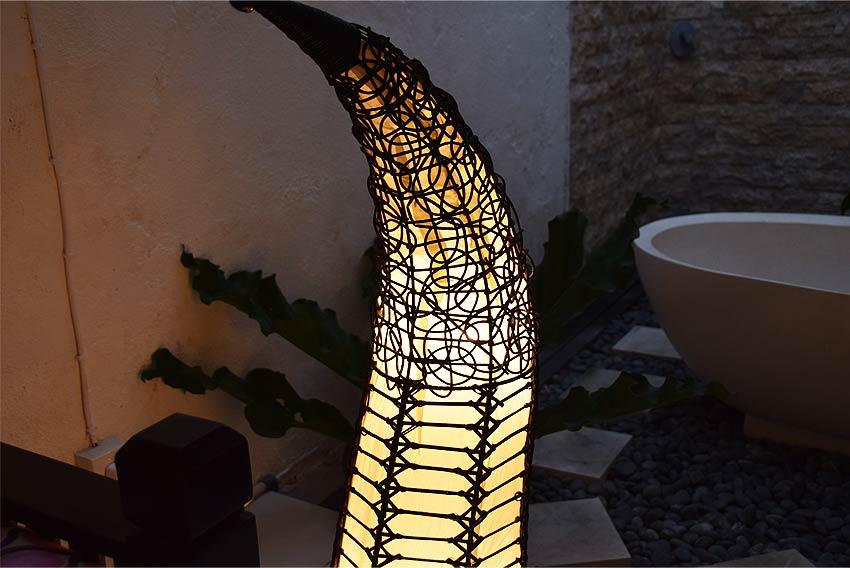アジアン照明。ラタンのアートなフロアスタンドライト