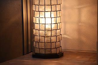 アジアン照明。シェルのフロアスタンドライト