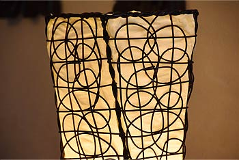 ラタンを使ったアジアン照明。ナチュラルなフロアライトでモダンなお部屋に