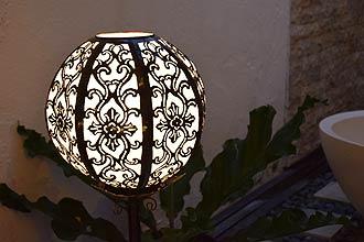 アジアン照明。蓮のような優雅で上品なアラベスク模様のライト